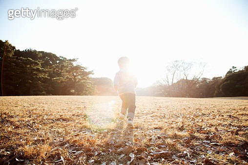 Boy running in the park - gettyimageskorea