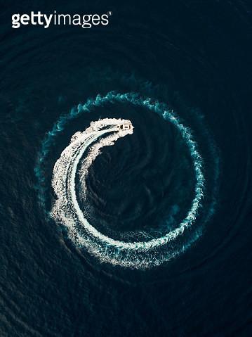Aerial view of a motorboat circling in the ocean, Monaco - gettyimageskorea