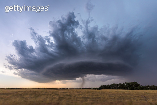 Crown shaped supercell thunderstorm. - gettyimageskorea