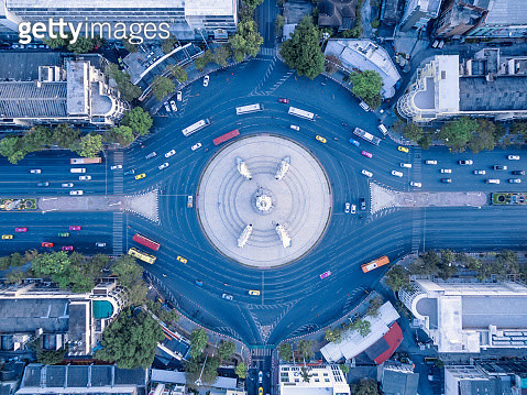 aerial view street roundabout with car at beautiful at morning , top view , Democracy Monument , bangkok , thailand . - gettyimageskorea