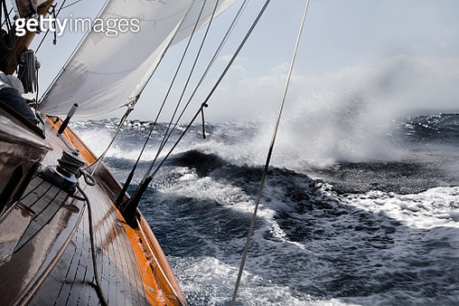 Yacht leaning in rough sea. - gettyimageskorea