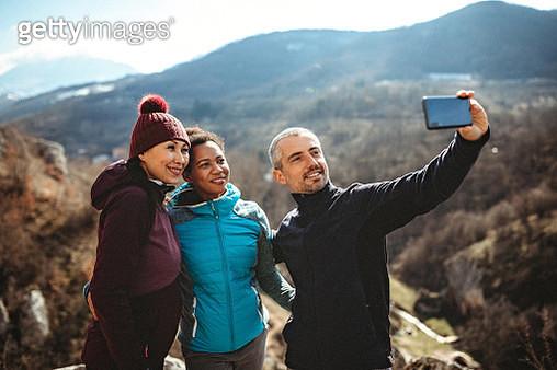 Group of hikers making memories on new adventure - gettyimageskorea