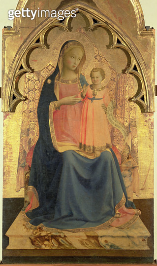 <b>Title</b> : Madonna and Child, central panel of a triptych (tempera and gold leaf on panel)<br><b>Medium</b> : tempera and gold leaf on panel<br><b>Location</b> : Museo di San Marco dell'Angelico, Florence, Italy<br> - gettyimageskorea