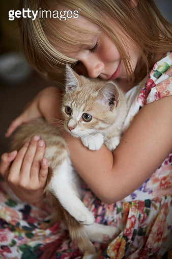 Girl with cat - gettyimageskorea