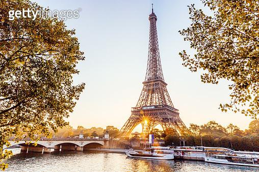 Eiffel Tower and Seine River at sunrise, Paris, France - gettyimageskorea
