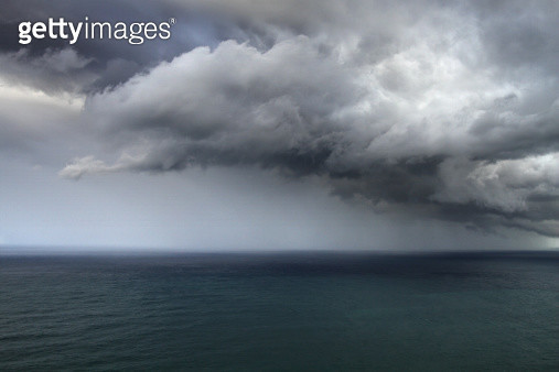 Stormy rain clouds over the Pacific, taken from Bald Hill, NSW, Australia. - gettyimageskorea