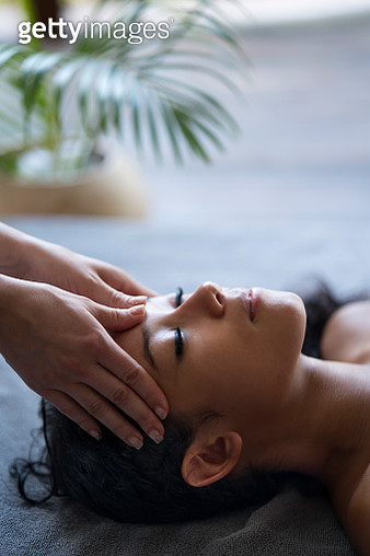 Young relaxed woman having a facial massage at the spa. - gettyimageskorea