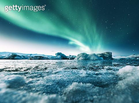 aurora borealis in iceland at jakulsarlon - gettyimageskorea
