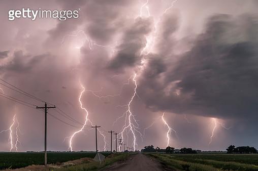 Electric storm in Tornado alley - gettyimageskorea