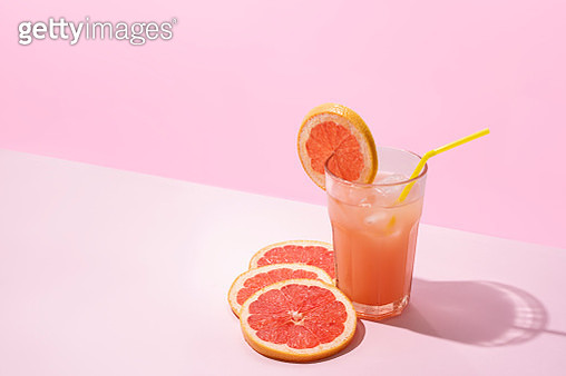 Ice Cold Homemade Grapefruit Juice On Pink Background - gettyimageskorea