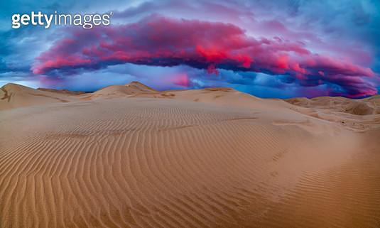 Sand dunes in the desert at sunset - gettyimageskorea