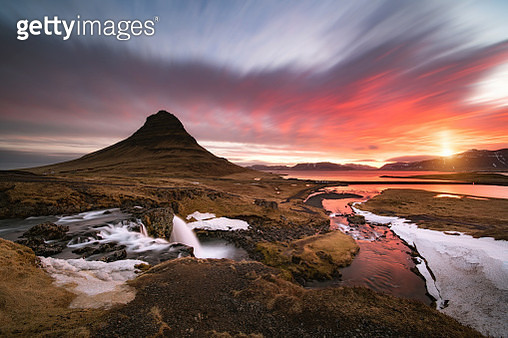 Kirkjufell moutain at sunrise in iceland - gettyimageskorea