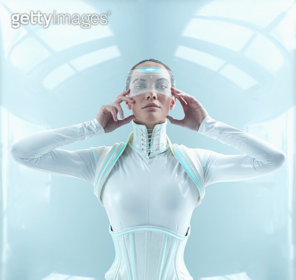 Futuristic Pacific Islander woman holding display screen to face - gettyimageskorea