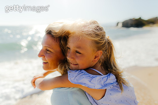 Photo of mother and daughter enjoying summer morning at the beach - gettyimageskorea