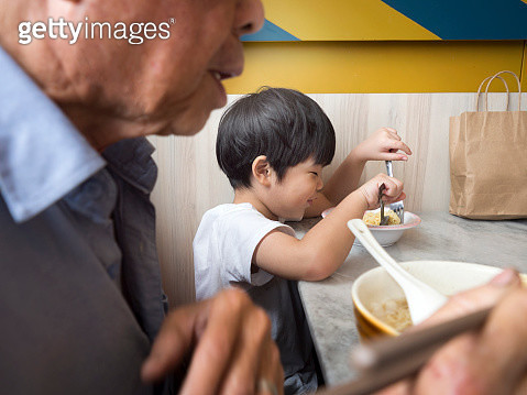 5 years old boy having lunch with grandfather. - gettyimageskorea