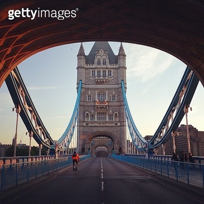 Rear View Of Cyclist Riding Bicycle On Tower Bridge Against Sky At Morning - gettyimageskorea
