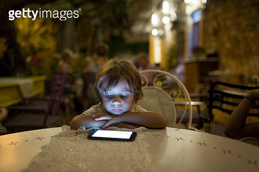 Kids using a digital tablet - gettyimageskorea