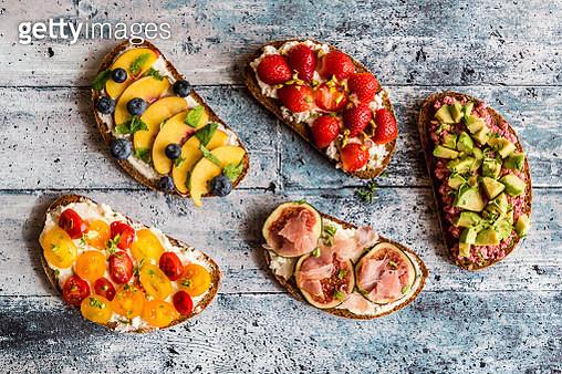 Different sandwiches, strawberry, fig, nectarine, avocado, tomato - gettyimageskorea