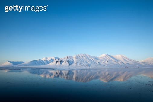 Spitzbergen mountain reflection in  Isfjord winter landscape - gettyimageskorea