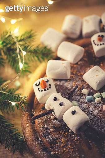 Christmas preparations of a marshmallow snowman for the hot chocolate - gettyimageskorea