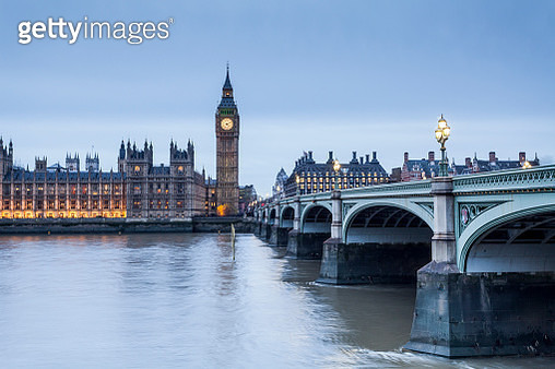 The Palace of Westminster and Westminster Bridge. - gettyimageskorea