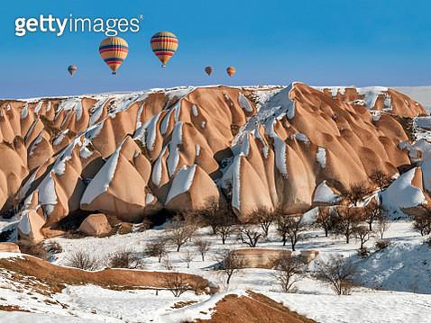 Hot Air Ballooning at winter in Cappadocia,Turkey - gettyimageskorea