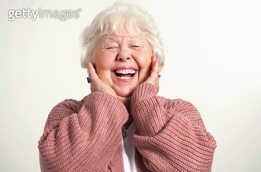 senior woman laughing - gettyimageskorea