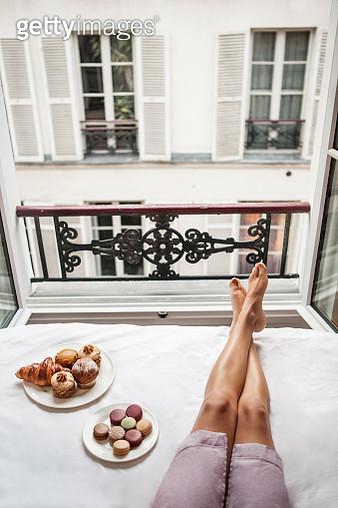 Woman having breakfast in bed in Paris - gettyimageskorea