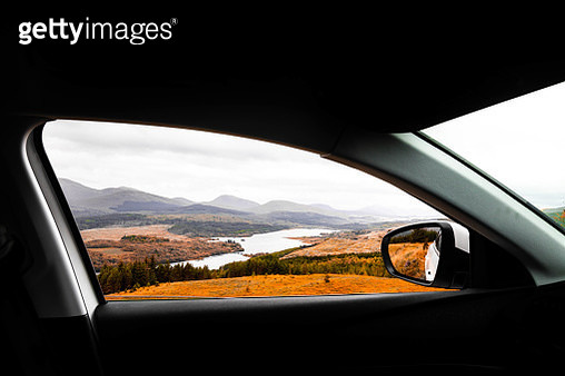 Stopping and contemplating the Scottish Highlands view from the window car. - gettyimageskorea