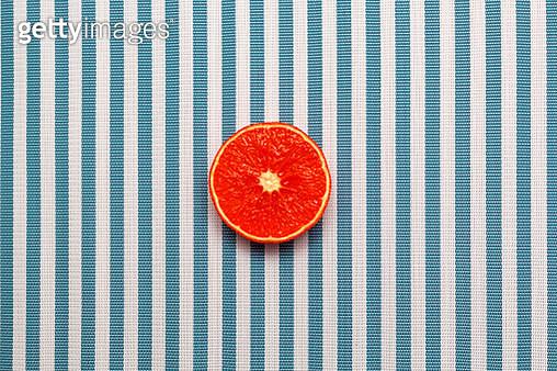 Directly Above Shot Of Orange Slice On Table - gettyimageskorea