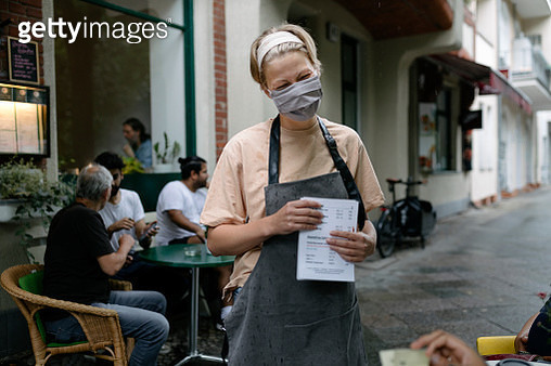 Waitress Wearing Face Mask Talking To Customers - gettyimageskorea