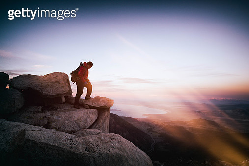 Man climbing and hiking in the California Sierra Nevada mountains. Beautiful sweeping views from high elevations - gettyimageskorea