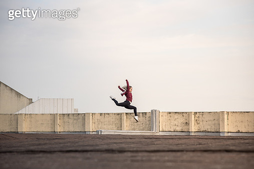 "Young female ballet dancer dancing in modern outfit on rooftop in the city of Lyon, France. In the financial area of the 3rd District called ""La Part-Dieu"" - gettyimageskorea"