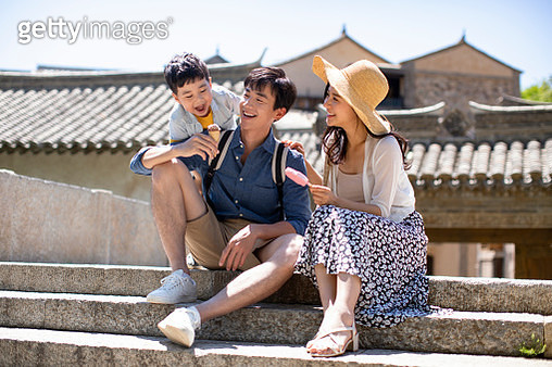 Happy young Chinese family eating ice cream outside - gettyimageskorea