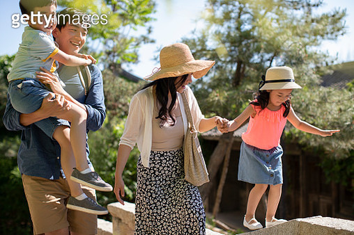 Young Chinese family enjoying vacation - gettyimageskorea