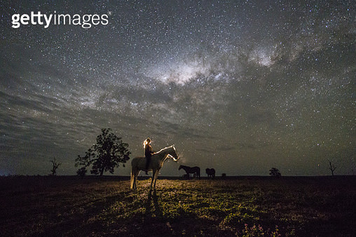 Watching the Milky Way on horseback. - gettyimageskorea