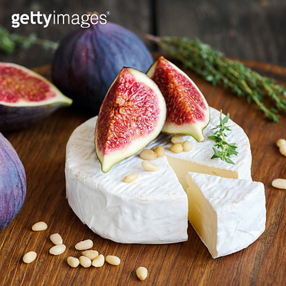 Camembert cheese with fresh figs and pine nuts - gettyimageskorea