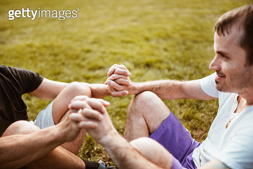 gay couple bonding in central park - gettyimageskorea