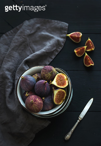 Rustic metal bowl of fresh figs on dark background, top view, selective focus. - gettyimageskorea
