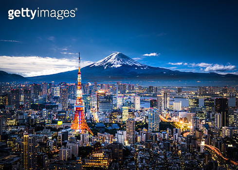 View of Mt. Fuji and Tokyo skyline at dusk. - gettyimageskorea
