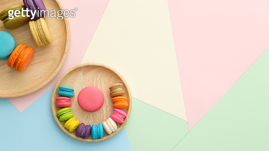Directly Above Shot Of Colorful Macaroons In Plates On Table - gettyimageskorea