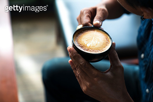 man drinking coffee in a cafe - gettyimageskorea