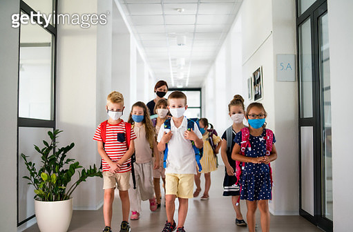Small children with face mask back to school after coronavirus quarantine. - gettyimageskorea