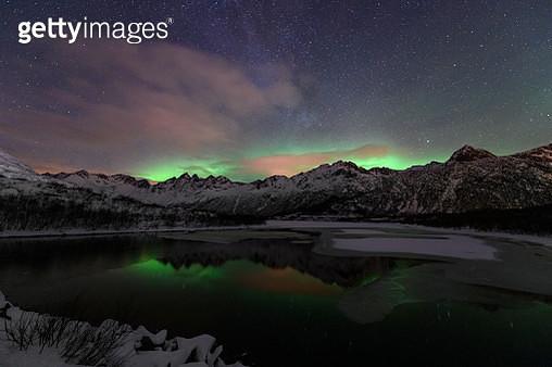 Northern Lights, Aurora Borealis over the Lofoten Islands in Northern Norway during winter - gettyimageskorea