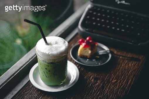 Close-Up Of Milk Shake And Dessert On Table - gettyimageskorea