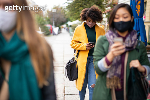 People commuting in the city wearing face masks - gettyimageskorea