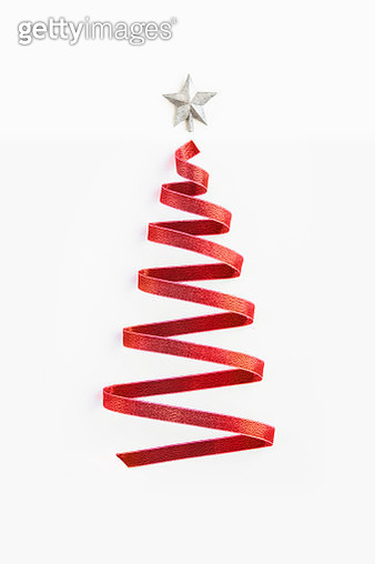 Conceptual minimalist Christmas tree form by red ribbon. - gettyimageskorea