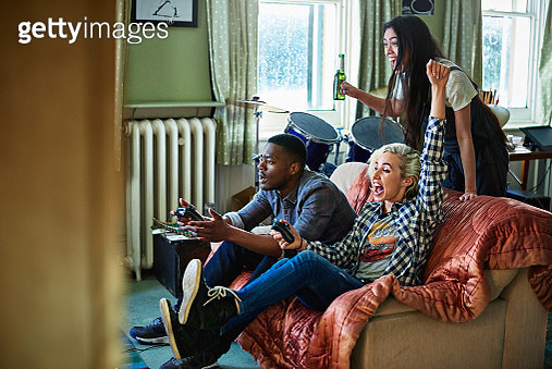Friends playing games console - gettyimageskorea
