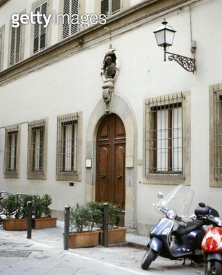 <b>Title</b> : Facade of the Casa Buonarroti (photo)Additional Infoon the Via Ghibellina; Michelangelo bought three houses in 1508; nephew unit<br><b>Medium</b> : <br><b>Location</b> : Casa Buonarroti, Florence, Italy<br> - gettyimageskorea
