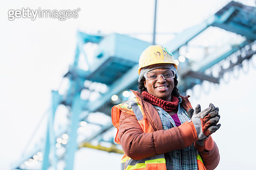 African-American woman working at shipping port - gettyimageskorea